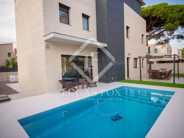 Maison / Villa de 270m² a vendre à Castelldefels avec 160m² de jardin