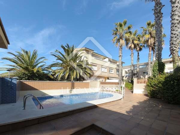 Casa adosada de 181m² en venta en Castelldefels, Barcelona
