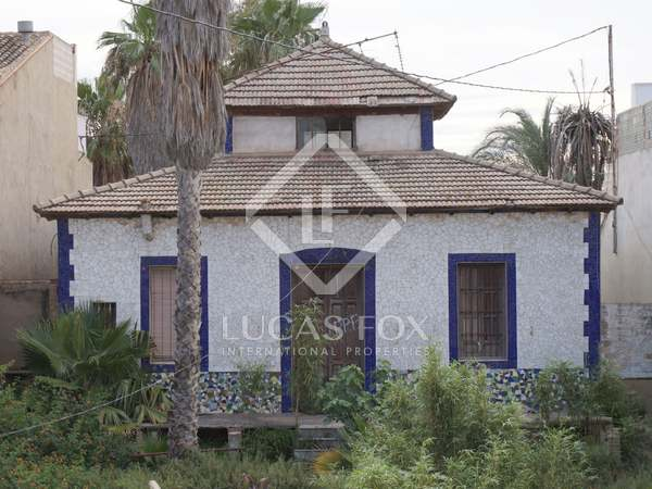 235m² House / Villa for sale in Playa de la Malvarrosa