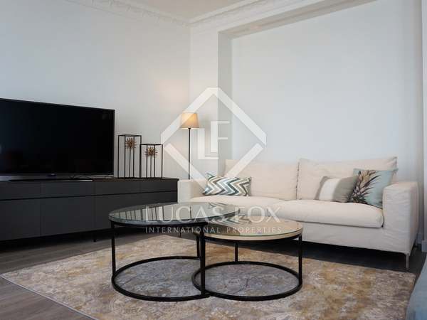 125 m² penthouse with 40 m² terrace for rent, Sant Francesc