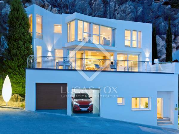 238m² House / Villa with 68m² terrace for sale in Altea