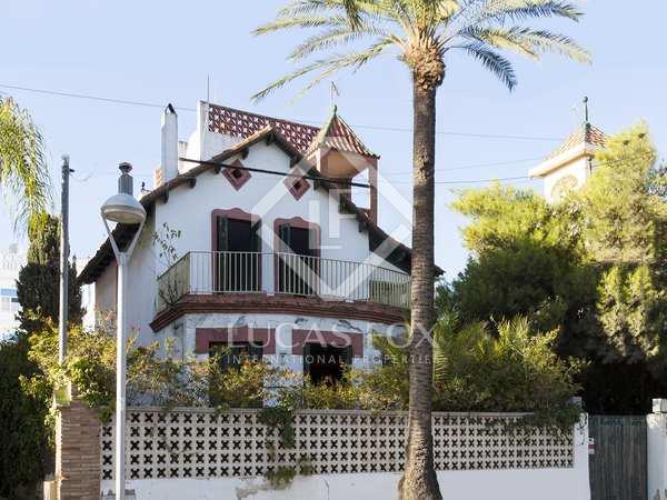 Huis / Villa van 400m² te koop in Vilanova i la Geltrú