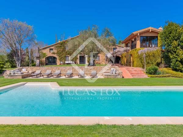Masía con 3,500 m² de jardín en venta en Baix Emporda