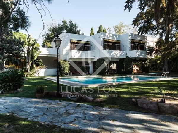 1,197m² Hus/Villa med 2,731m² Trädgård till salu i Godella / Rocafort