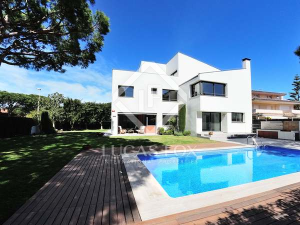 662 m² house with 500 m² garden for sale in Gavà Mar