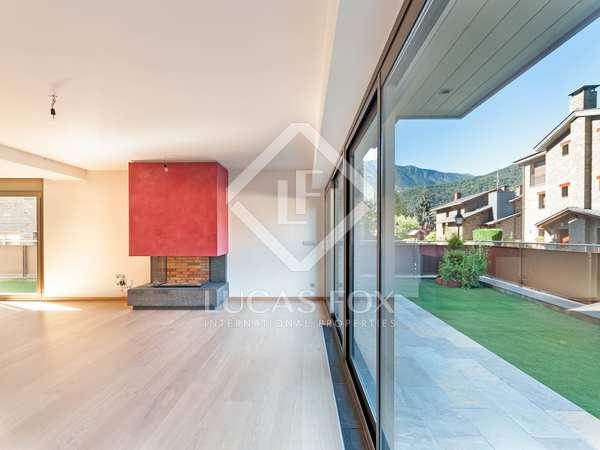 Luxury apartment with garden to buy in Aldosa de La Massana
