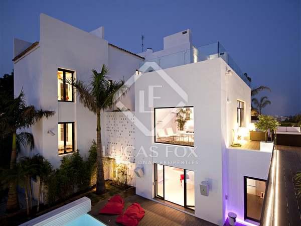 Super moderne woning te koop met zicht op de zee en op de golfbanen, Marbella.