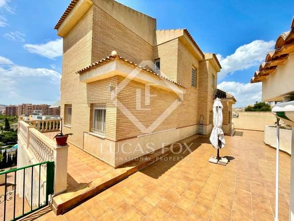 303m² House / Villa for sale in Alicante ciudad, Alicante