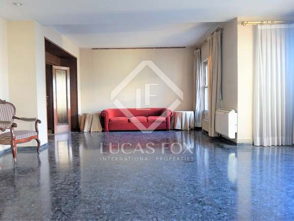 246m² apartment with 6m² terrace for sale in El Pla del Remei