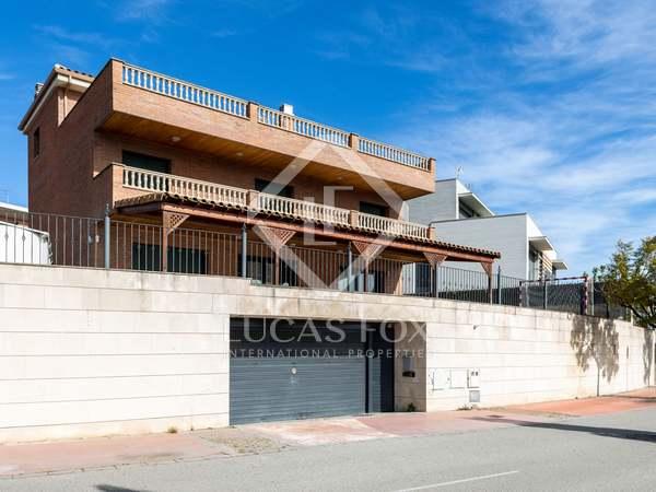714m² House / Villa for sale in Tiana, Barcelona