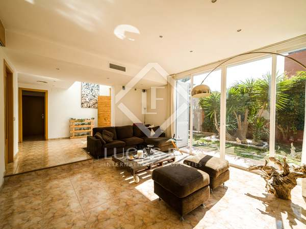 272m² House / Villa for rent in Montemar, Barcelona
