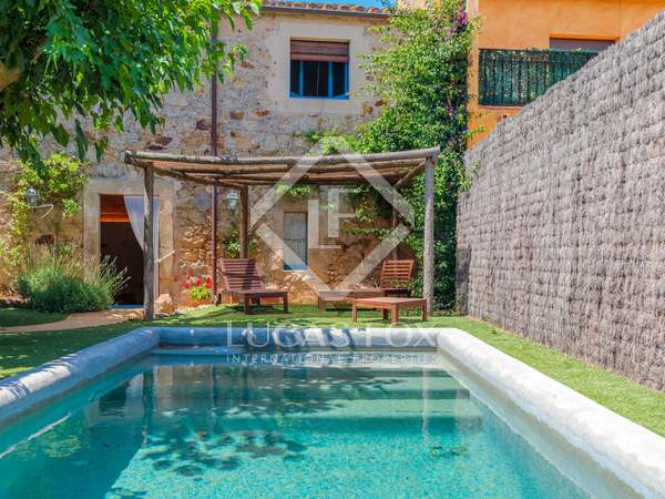 238m² House / Villa with 160m² garden for sale in Baix Empordà