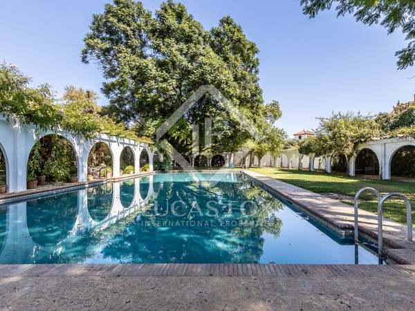 680m² House / Villa with 8,000m² garden for sale in Sevilla