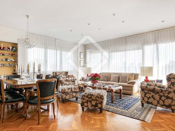 203m² Apartment with 12m² terrace for sale in Pedralbes