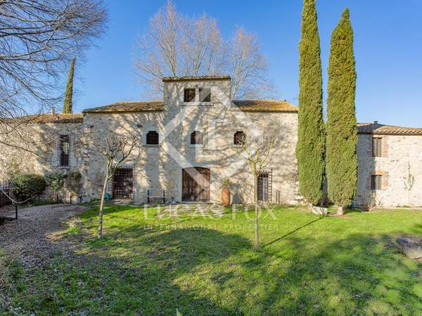 635m² Country house with 6,000m² garden for sale in El Gironés
