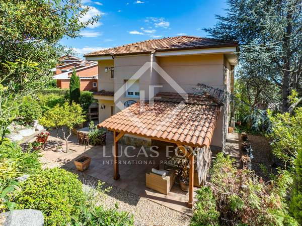 302m² House / Villa for rent in Teià, Maresme
