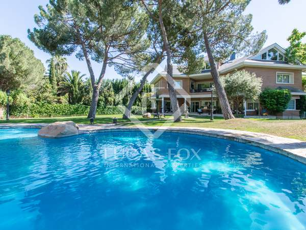 Huis / Villa van 1,500m² te koop in Pozuelo, Madrid