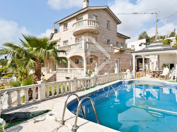 Huis / Villa van 490m² te koop in Montemar, Barcelona