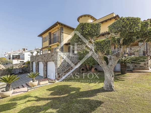 Huis / Villa van 272m² te koop in Els Cards, Barcelona