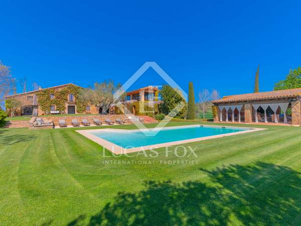 Landhuis van 1,415m² te koop met 3,500m² Tuin in Baix Emporda