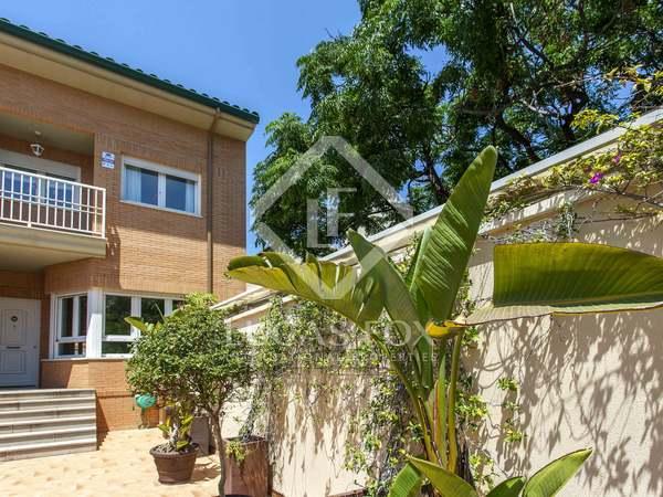 Casa / Villa di 264m² con 60m² terrazza in affitto a Playa de la Malvarrosa