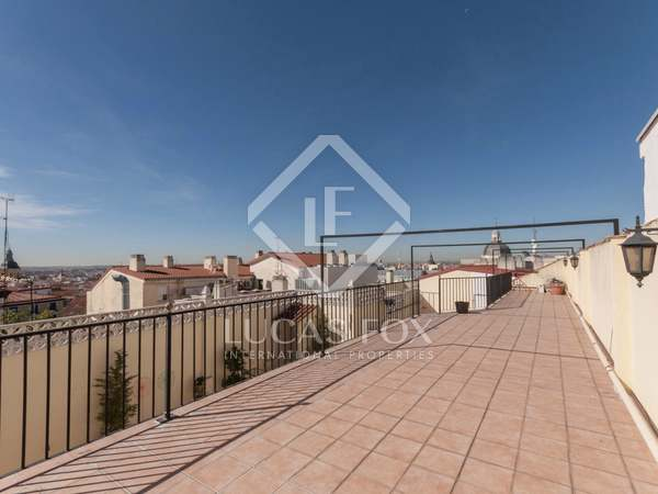 194 m² penthouse with a terrace for sale in Cortes / Huertas