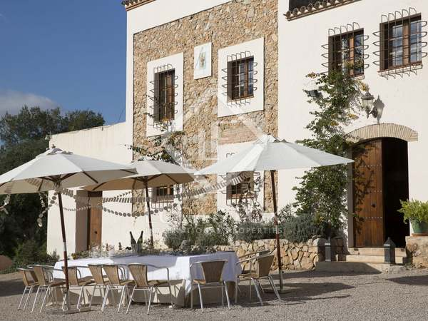 Renovated country house for sale in Cunit, close to Sitges