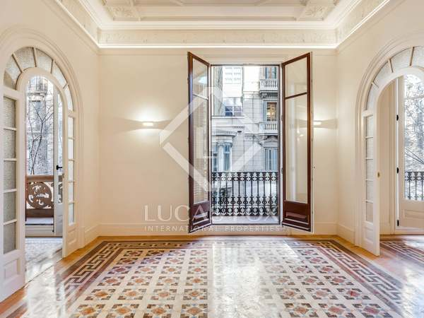101m² Apartment with 8m² terrace for sale in Eixample Right