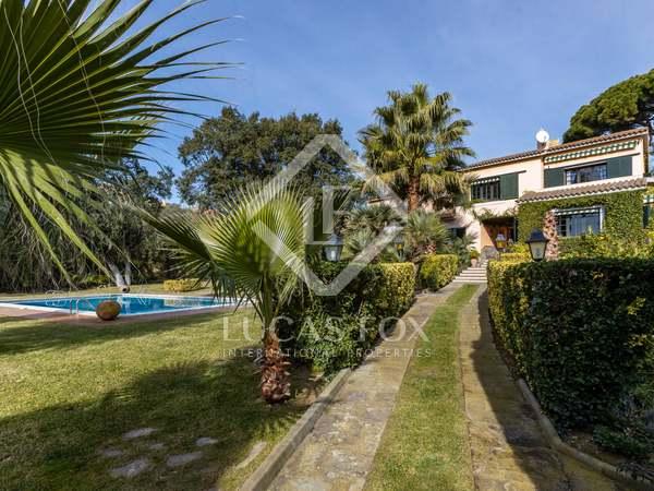 Huis / Villa van 650m² te koop met 6,150m² Tuin in Canet de Mar