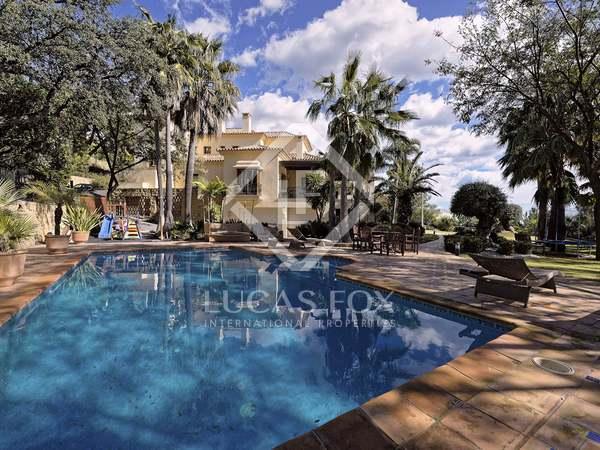 Villa de 6 dormitorios con 2 piscinas en venta en La Zagaleta