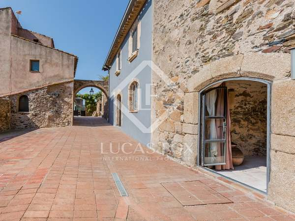 Village house for sale in the Costa Brava's Alt Empordà