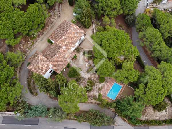 391m² House / Villa with 2,700m² garden for sale in Arenys de Munt