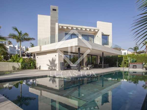 Huis / Villa van 840m² te koop met 360m² terras in Nueva Andalucía