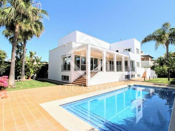 561m² House / Villa with 806m² garden for sale in San Pedro de Alcántara / Guadalmina