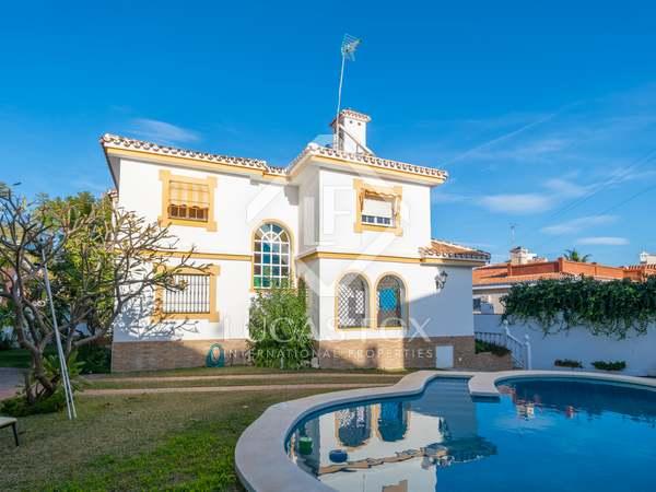 Casa / Villa de 250m² con 300m² de jardín en venta en Málaga Este