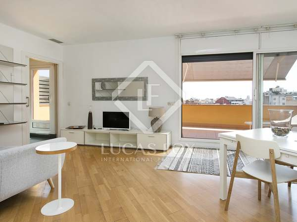 Beautiful penthouse for rent in Eixample, Barcelona.