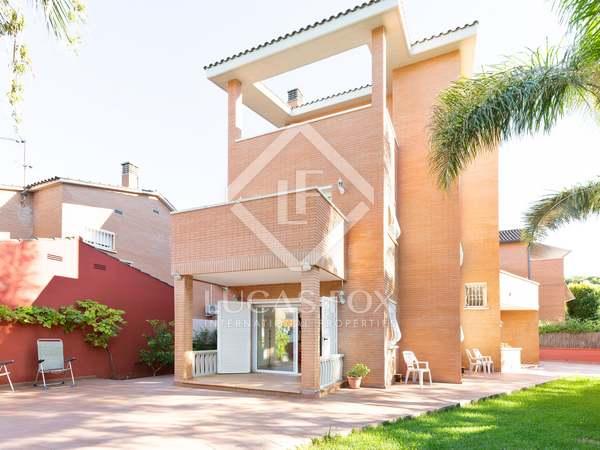 323m² House / Villa for sale in La Pineda, Barcelona