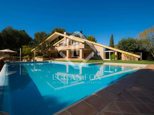 Villa de luxe en vente à Monasterios, près de la ville de Valence.