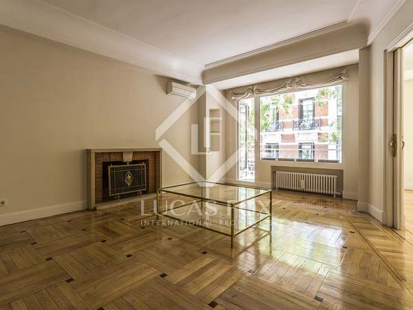 317 m² apartment with 12 m² terrace for rent in Almagro