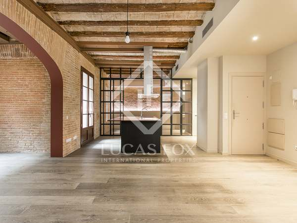 115 m² loft with 15 m² terrace for rent in El Raval