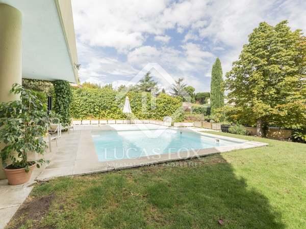 Villa de 335 m² con 1.020 m² de jardín en venta en Aravaca