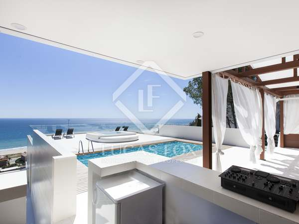 Contemporary villa with 6 bedrooms to buy near Castelldefels