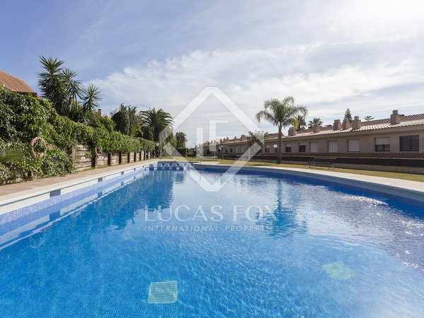 Huis / Villa van 216m² te koop met 54m² Tuin in Levantina