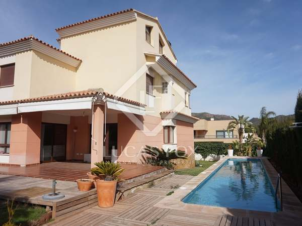 Huis / Villa van 395m² te huur met 247m² Tuin in Puzol