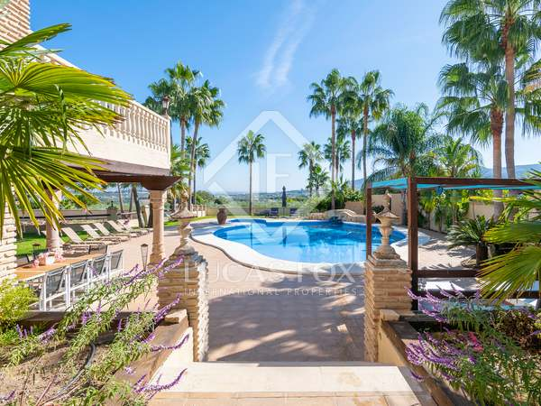 Huis / Villa van 554m² te koop in Malaga, Spanje