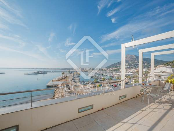 Duplex with a large terrace for sale in L'Estartit