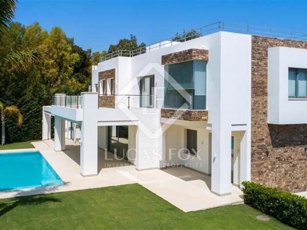 huis / villa van 903m² te koop met 1,539m² Tuin in San Pedro de Alcántara / Guadalmina