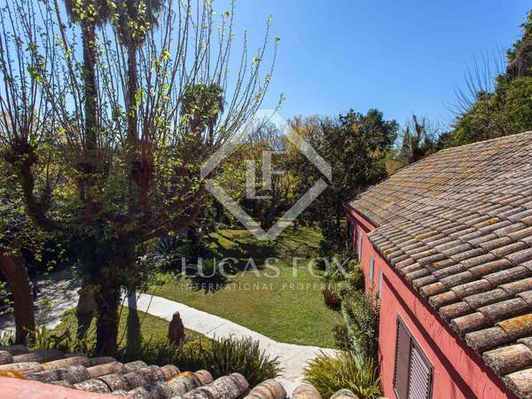Detached villa to buy and renovate with a pool in Campolivar