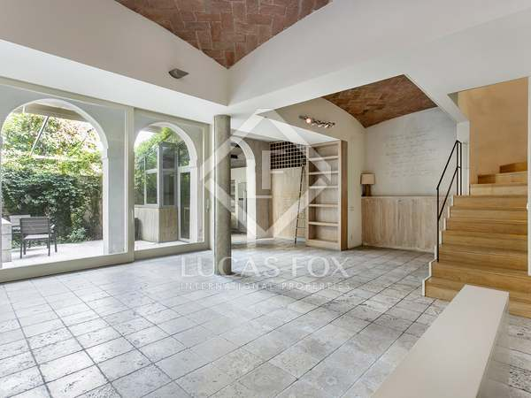 220m² Apartment with 35m² garden for rent in Sarrià