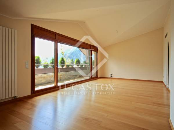 190m² Apartment with 8m² terrace for rent in Escaldes